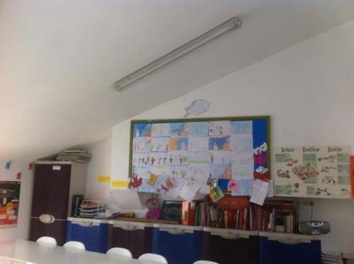 """Salle de classe et """"biblioteca"""""""